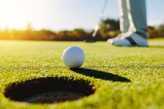 Golfspielen am Wochenende mit Greenfee-Ermäßigung